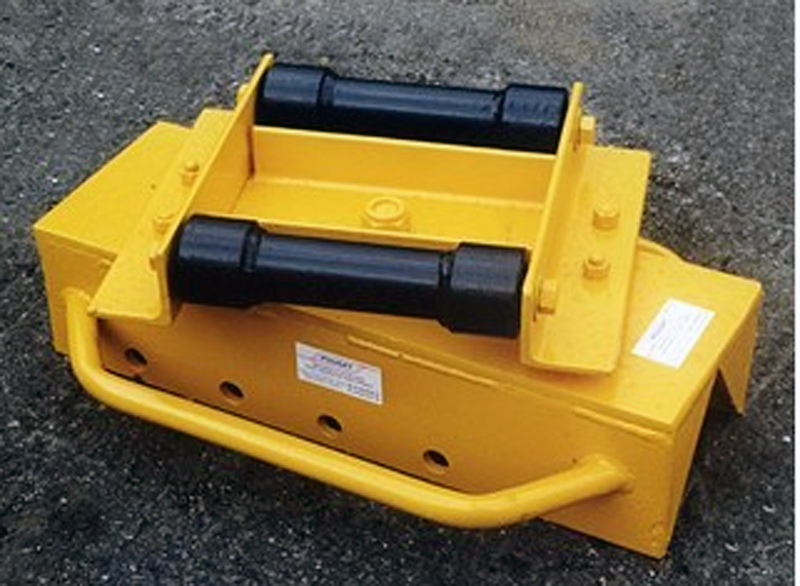 PORTABLE RAIL PULLING AND PIVOTING DEVICE